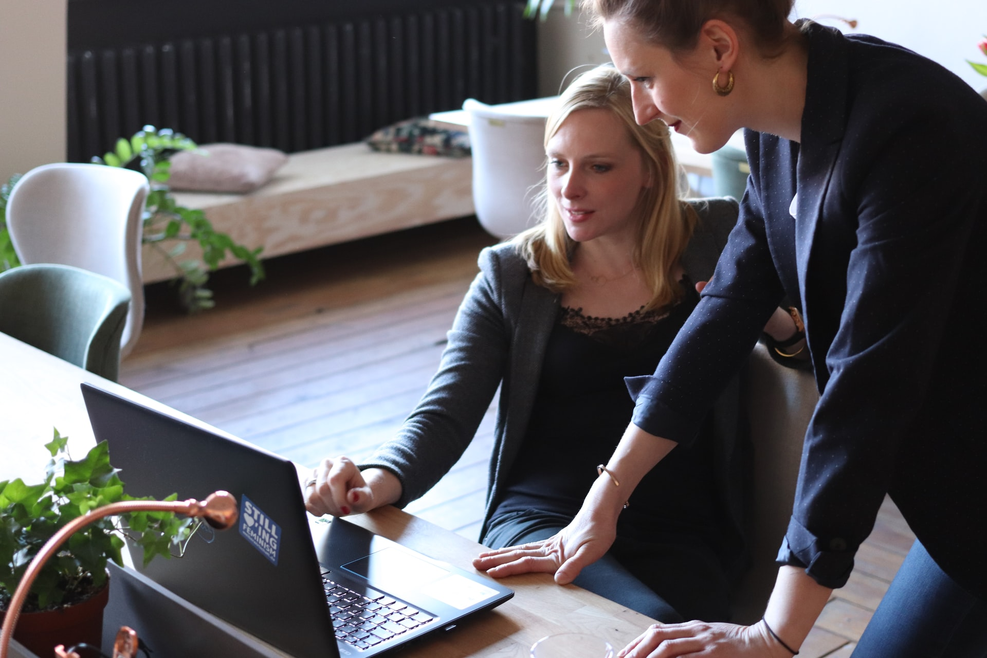 small business owners choosing a cloud accounting software
