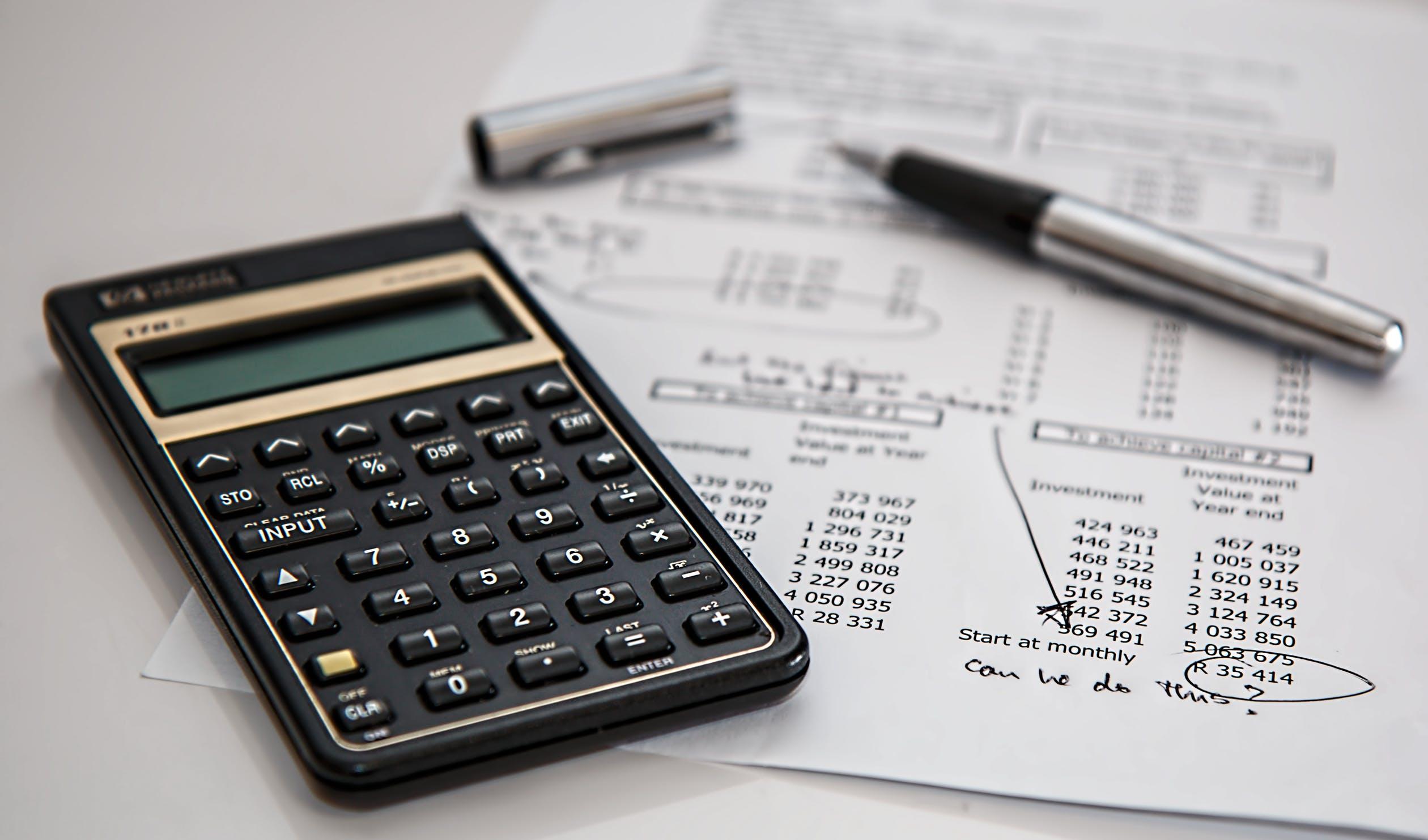 auditor working on an internal financial audit